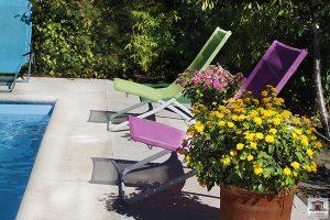 Jardín con piscina en casa rural de extremadura al lado de Plasencia y Monfragüe Parque Nacional
