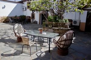apartamentos la solana patio