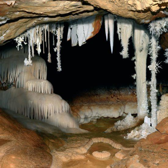castañar ibor Espeleotemas cueva