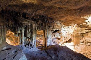 cuevas fuentes leon extremadura